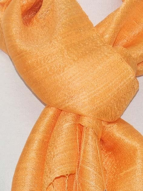 Echarpe en soie naturelle filée et tissée à la main par les artisanes des villages du Laos - artisanat authentique et équitable - code 201101-f3