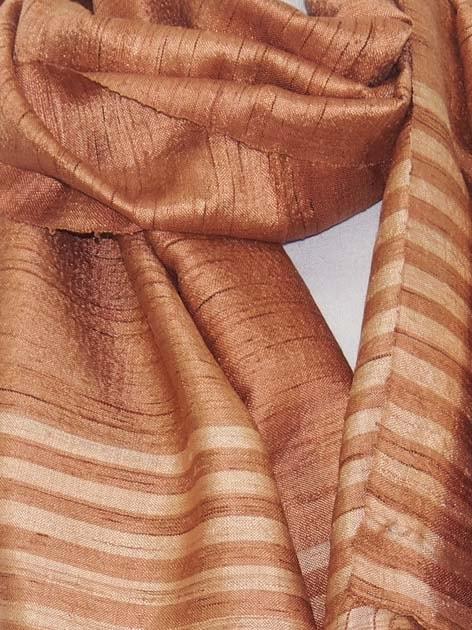 Echarpe en soie naturelle filée et tissée à la main par les artisanes des villages du Laos - artisanat authentique et équitable - code 201110-f3