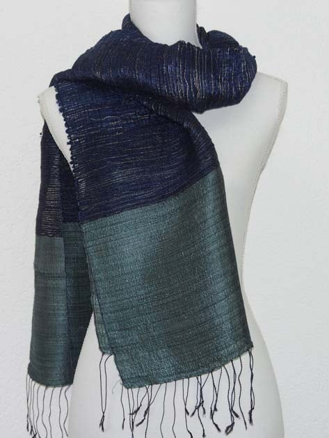 Echarpe en soie naturelle filée et tissée à la main par les artisanes des villages du Laos - artisanat authentique et équitable - code 201227