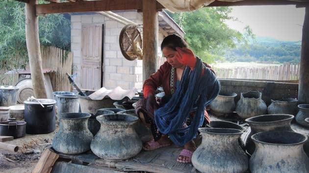 Artisanat authentique et équitable du Laos et du Cambodge, écharpe et foulard en soie naturelle et en coton, teinture naturelle des villages