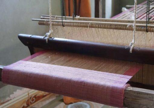Artisanat authentique et équitable du Laos et du Cambodge, écharpe et foulard en soie naturelle et en coton, tissage des villages