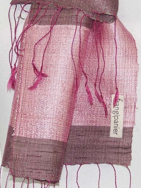 Echarpe en soie naturelle filée et tissée à la main par les artisanes des villages du Laos - artisanat authentique et équitable - code 201109M-f2