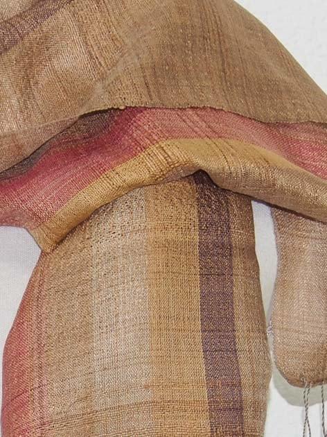Echarpe en soie naturelle filée et tissée à la main par les artisanes des villages du Laos - artisanat authentique et équitable - code 201111-f3