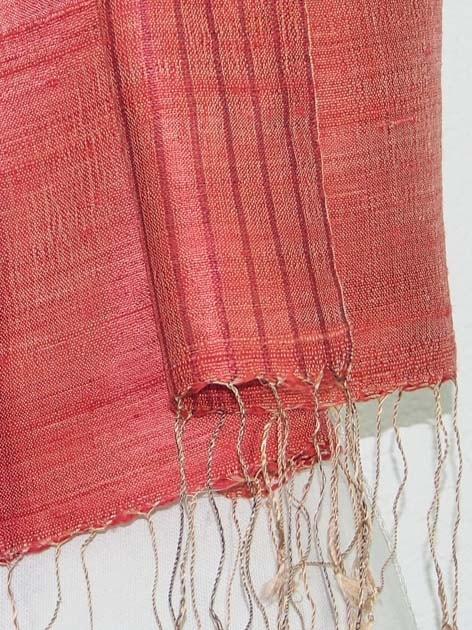 Echarpe en soie naturelle filée et tissée à la main par les artisanes des villages du Laos - artisanat authentique et équitable - code 201235-f2