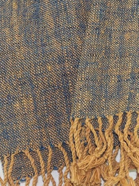 Echarpe en coton filée et tissée à la main par les artisanes des villages du Laos - artisanat authentique et équitable - code 201202-f2
