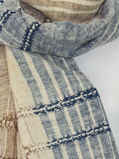 Echarpe en coton filée et tissée à la main par les artisanes des villages du Laos - artisanat authentique et équitable - code 201216-f1