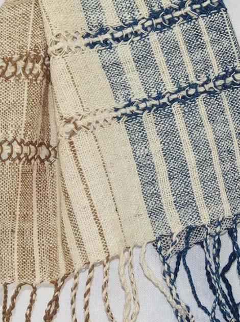 Echarpe en coton filée et tissée à la main par les artisanes des villages du Laos - artisanat authentique et équitable - code 201216-f2