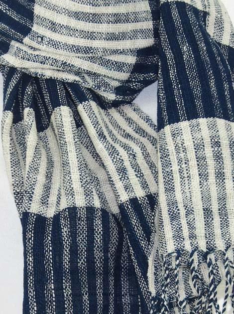 Echarpe en coton filée et tissée à la main par les artisanes des villages du Laos - artisanat authentique et équitable - code 201222-f1