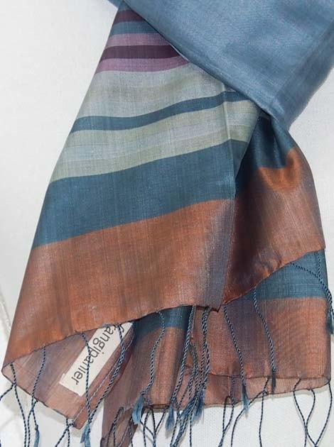 Echarpe en soie naturelle tissée à la main par les artisanes des villages du Cambodge - artisanat équitable - code 301108-f2
