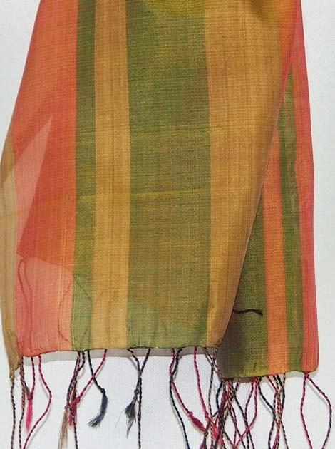 Echarpe en soie naturelle tissée à la main par les artisanes des villages du Cambodge - artisanat équitable - code 301110-f2