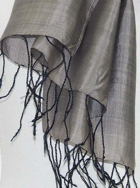 Echarpe en soie naturelle tissée à la main par les artisanes des villages du Cambodge - artisanat équitable - code 301112-f2