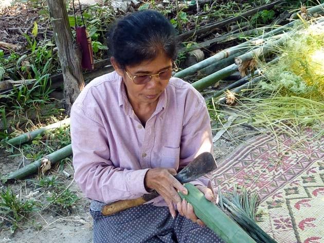Artisanat authentique et équitable, artisane du bambou au Laos