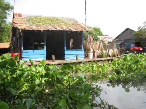 Artisanat authentique et équitable, la jacinthe d'eau dans un village du Cambodge
