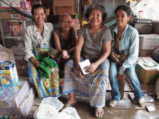 Artisanat authentique et équitable, une famille de tisserande dans un village
