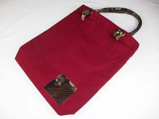 Sac en coton batik bordeau cousu à la main par les artisanes des villages de la Thaïlande - artisanat équitable - code 102108BO