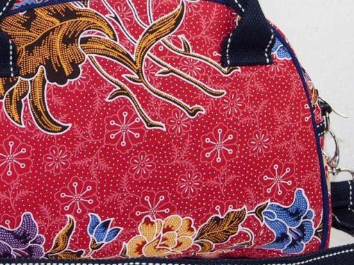 Sac en coton batik rouge cousu à la main par les artisanes des villages de la Thaïlande - artisanat équitable - code 102111R-f3