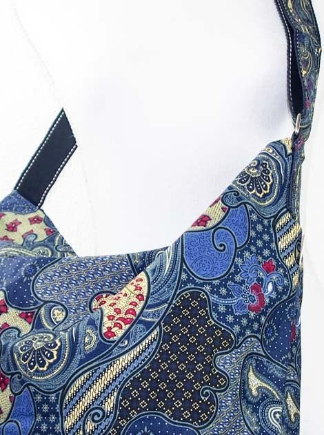 Sac en coton batik bleu cousu à la main par les artisanes des villages de la Thaïlande - commerce équitable - code 102107B-f4