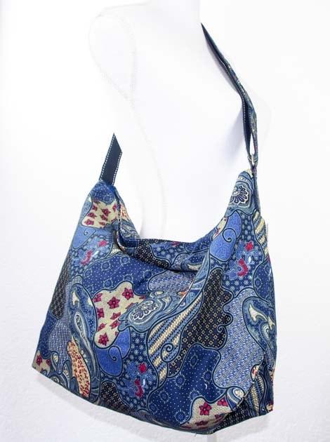 Sac en coton batik bleu cousu à la main par les artisanes des villages de la Thaïlande - commerce équitable - code 102107B