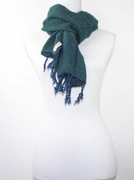 Echarpe en coton teinture naturelle filé et tissé à la main - artisanat cadeau équitable du Laos - code 2011717