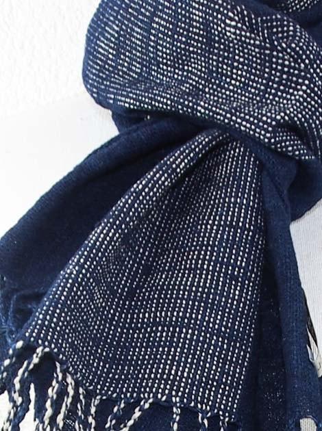 Echarpe en coton teinture naturelle filé et tissé à la main - artisanat cadeau équitable du Laos - code 2012172-f3