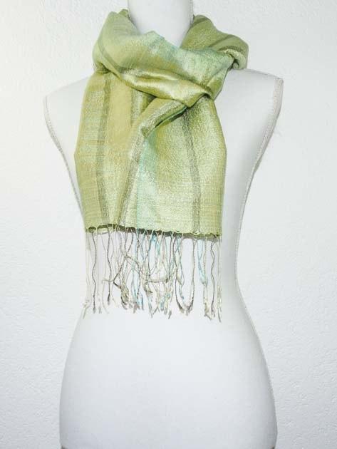 Echarpe, foulard en soie naturelle filée et tissée à la main - artisanat cadeau équitable du Laos - code 201171
