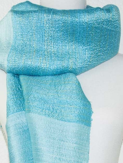 Echarpe, foulard en soie naturelle filée et tissée à la main - artisanat cadeau équitable du Laos - code 2011710-f2