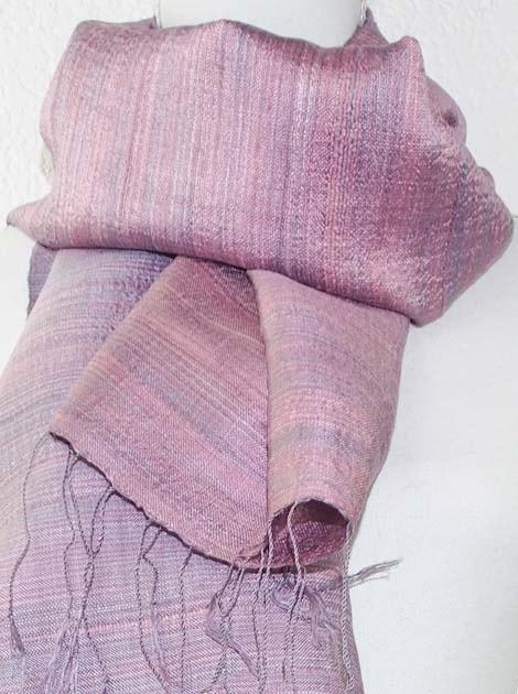 Echarpe, foulard en soie naturelle filée et tissée à la main - artisanat cadeau équitable du Laos - code 2011711-f2