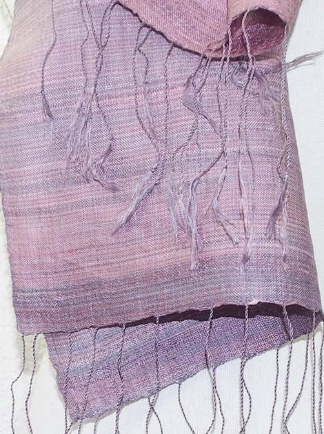Echarpe, foulard en soie naturelle filée et tissée à la main - artisanat cadeau équitable du Laos - code 2011711-f3