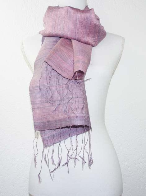 Echarpe, foulard en soie naturelle filée et tissée à la main - artisanat cadeau équitable du Laos - code 2011711