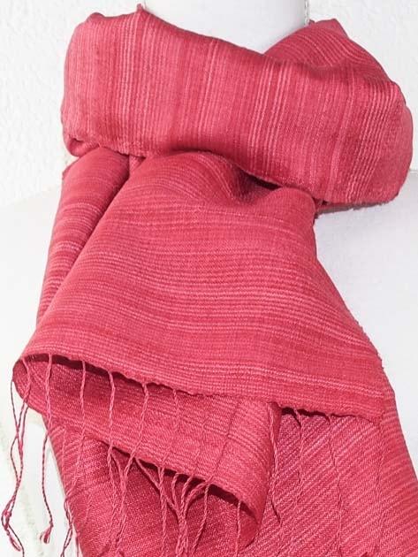Echarpe, foulard en soie naturelle filée et tissée à la main - artisanat cadeau équitable du Laos - code 2011712-f2
