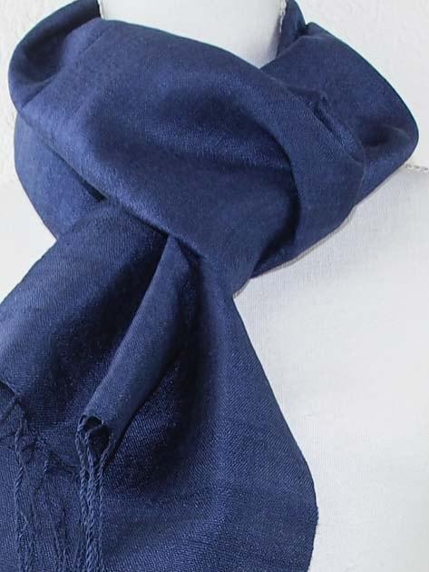 Echarpe, foulard en soie naturelle filée et tissée à la main - artisanat cadeau équitable du Laos - code 2011713-f2