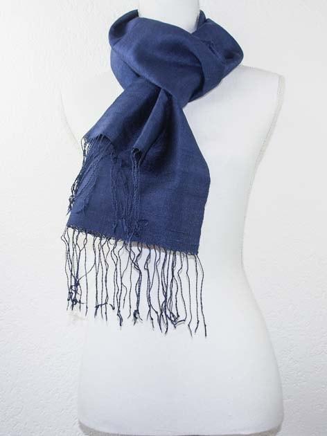 Echarpe, foulard en soie naturelle filée et tissée à la main - artisanat cadeau équitable du Laos - code 2011713