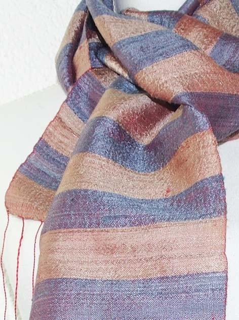 Echarpe, foulard en soie naturelle filée et tissée à la main - artisanat cadeau équitable du Laos - code 201172-f2
