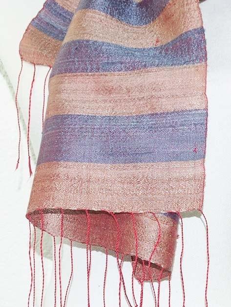 Echarpe, foulard en soie naturelle filée et tissée à la main - artisanat cadeau équitable du Laos - code 201172-f3