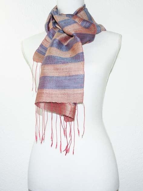 Echarpe, foulard en soie naturelle filée et tissée à la main - artisanat cadeau équitable du Laos - code 201172