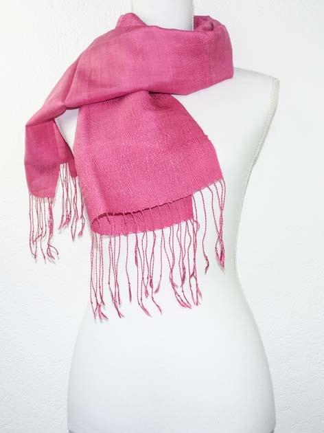 Echarpe, foulard en soie naturelle filée et tissée à la main - artisanat cadeau équitable du Laos - code 201173