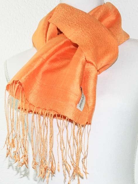 Echarpe, foulard en soie naturelle filée et tissée à la main - artisanat cadeau équitable du Laos - code 201174-f2