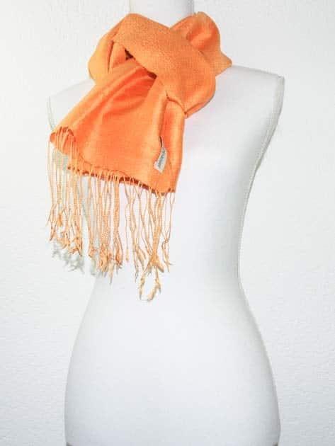 Echarpe, foulard en soie naturelle filée et tissée à la main - artisanat cadeau équitable du Laos - code 201174