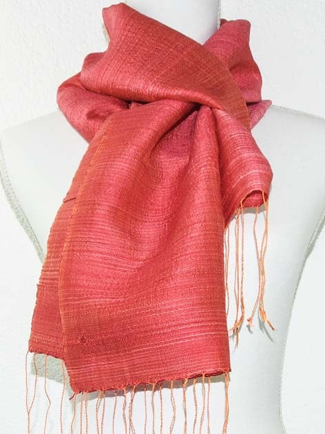 Echarpe, foulard en soie naturelle filée et tissée à la main - artisanat cadeau équitable du Laos - code 201175-f2