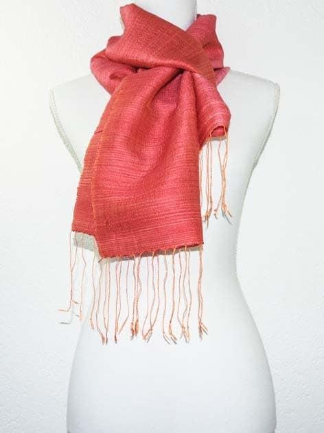 Echarpe, foulard en soie naturelle filée et tissée à la main - artisanat cadeau équitable du Laos - code 201175