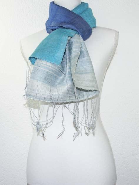 Echarpe, foulard en soie naturelle filée et tissée à la main - artisanat cadeau équitable du Laos - code 201176