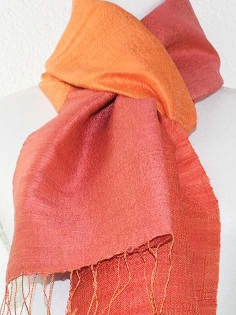 Echarpe, foulard en soie naturelle filée et tissée à la main - artisanat cadeau équitable du Laos - code 201177-f2