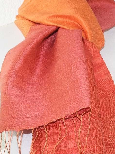 Echarpe, foulard en soie naturelle filée et tissée à la main - artisanat cadeau équitable du Laos - code 201177-f3