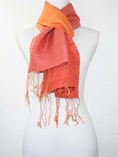 Echarpe, foulard en soie naturelle filée et tissée à la main - artisanat cadeau équitable du Laos - code 201177