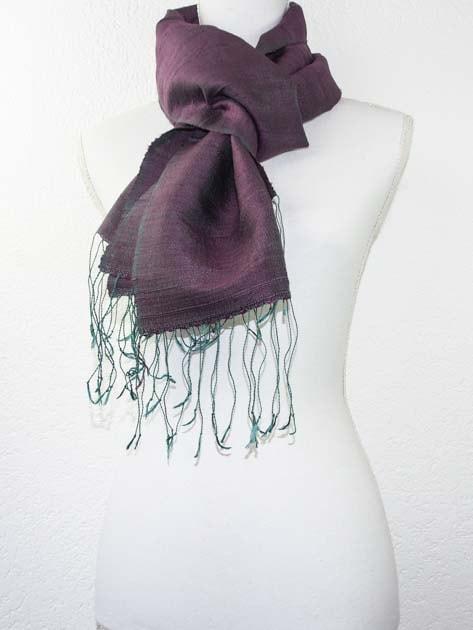 Echarpe, foulard en soie naturelle filée et tissée à la main - artisanat cadeau équitable du Laos - code 201178