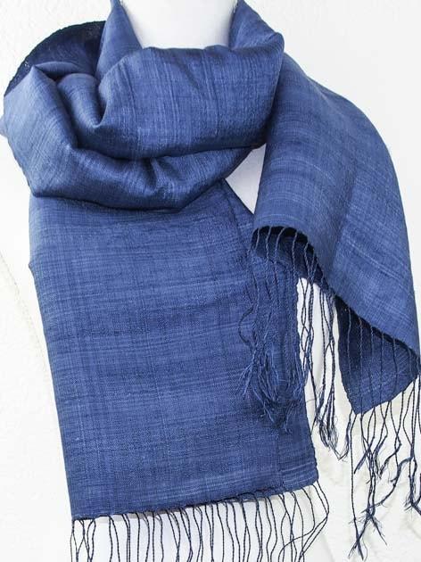 Echarpe, foulard en soie naturelle filée et tissée à la main - artisanat cadeau équitable du Laos - code 201179-f2