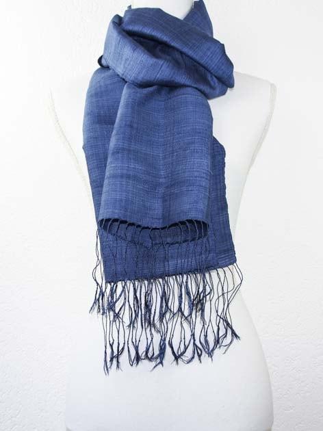 Echarpe, foulard en soie naturelle filée et tissée à la main - artisanat cadeau équitable du Laos - code 201179-f4