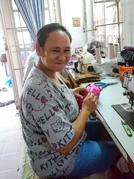Frangipanier commerce équitable artisane d'un village du nord de la Thaïlande coton batik