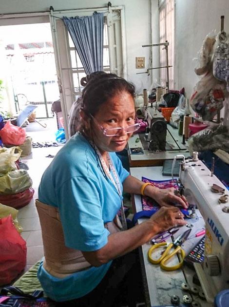 Frangipanier commerce équitable artisane d'un village du nord de la Thaïlande