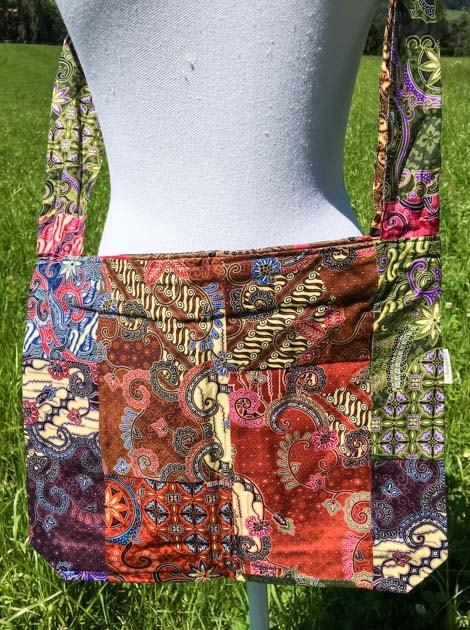 Sac bandoulière ou épaule en coton batik patchwork cousu à la main par les artisanes des villages de la Thaïlande - cadeau équitable - code 102106-f3